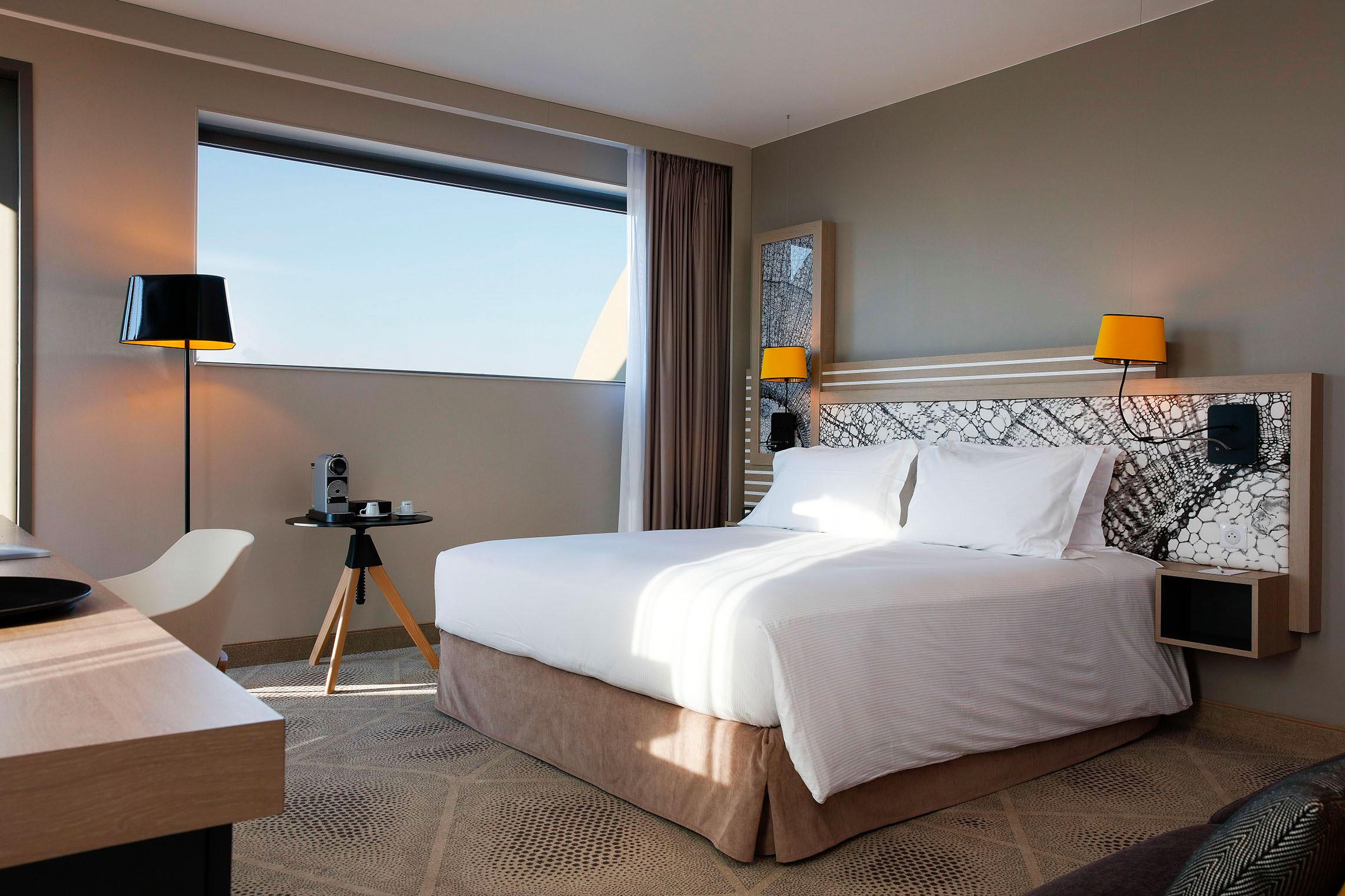 Hilton Garden Inn Bordeaux Centre - Suite Junior avec Terrasse - Lit - Nuit romantique Bordeaux