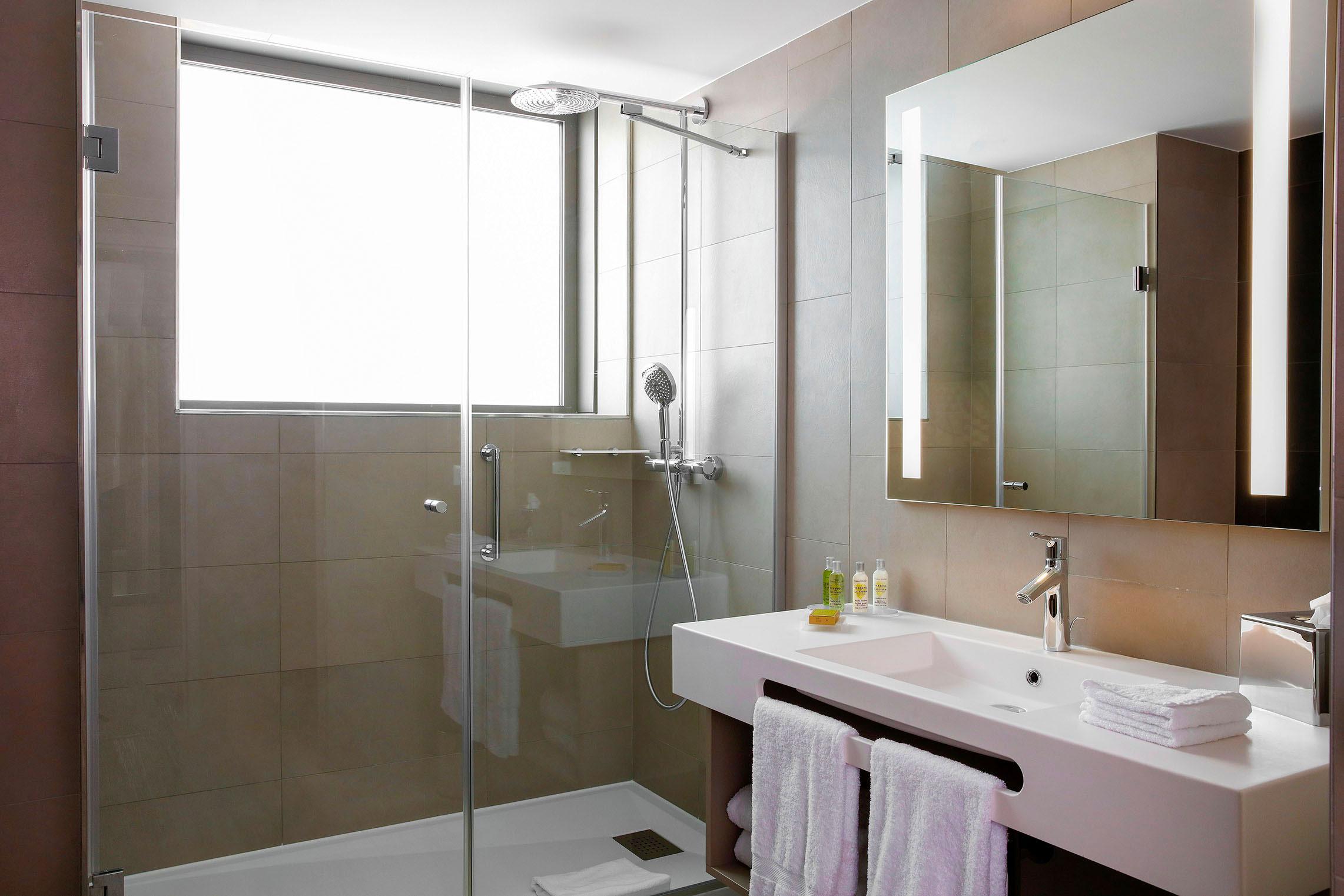 Hilton Garden Inn Bordeaux Centre - Suite Junior avec Terrasse - Salle de Bain