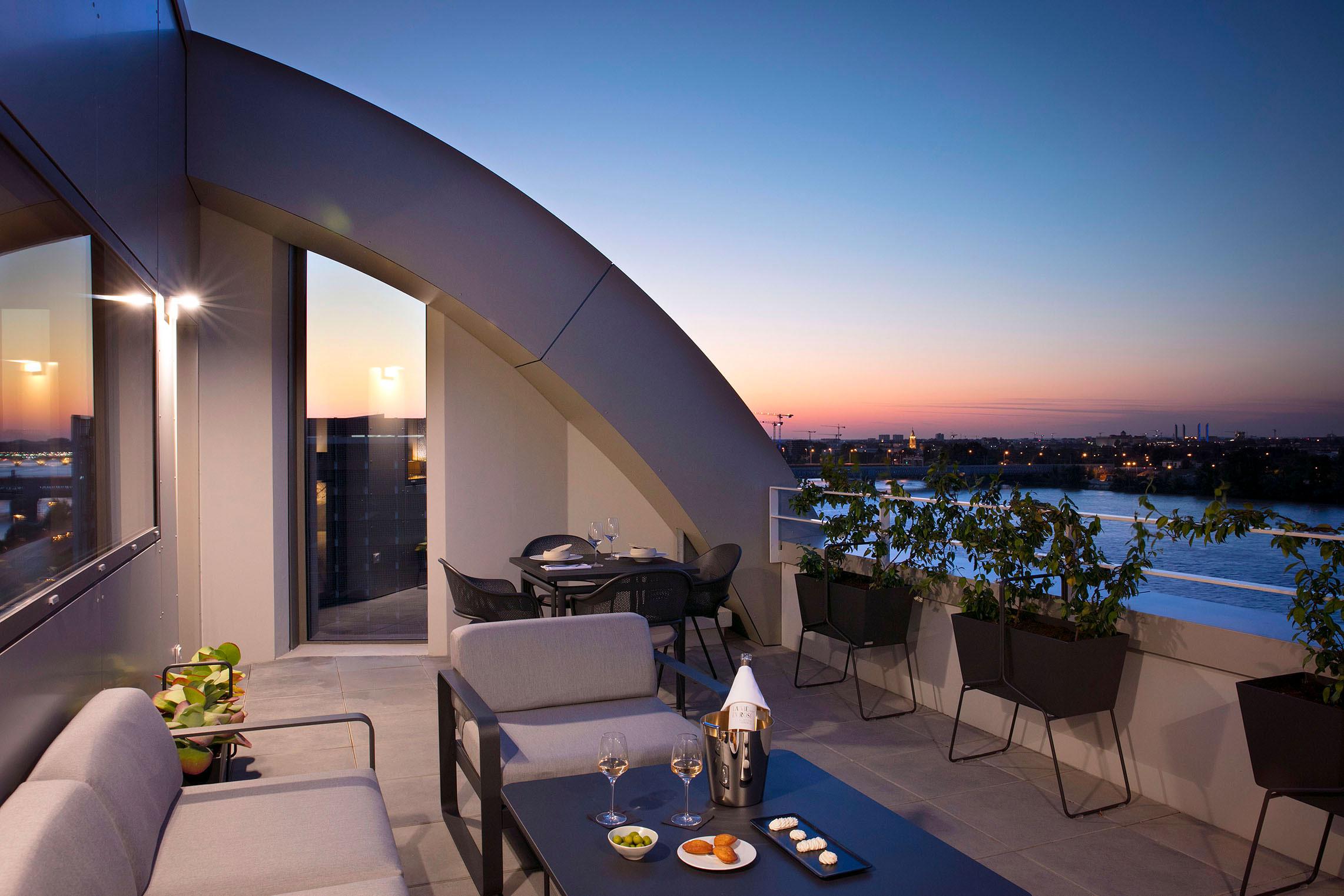 Hilton Garden Inn Bordeaux Centre - Suite Junior avec Terrasse - Terrasse nuit - Nuit romantique Bordeaux