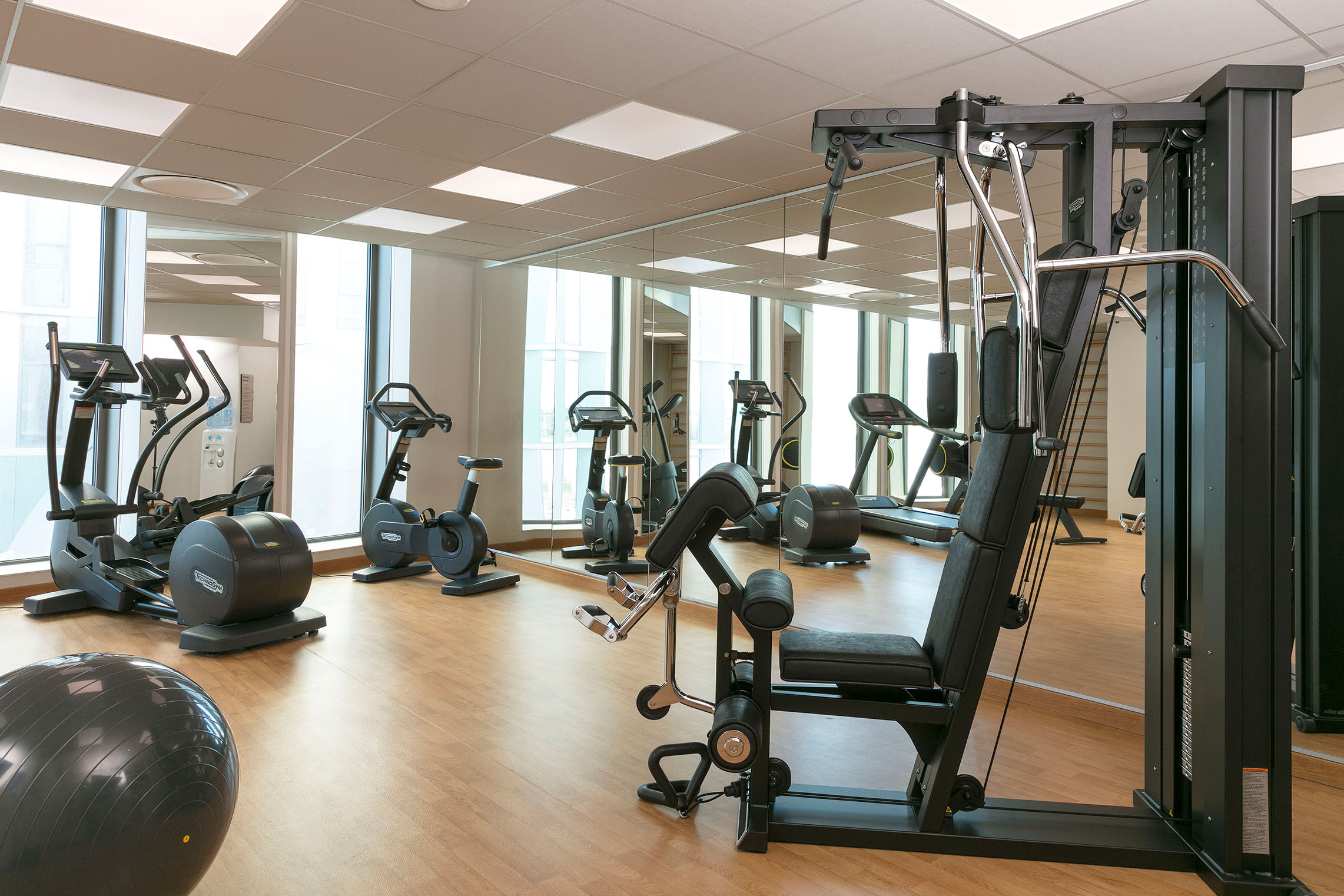 naos-bordeaux-centre-HGI-salle-fitness-vue-ensemble